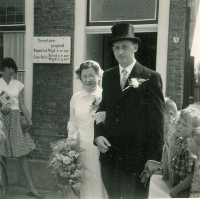 piershil-voorstraat-reina-en-jan-4augustus1955-03