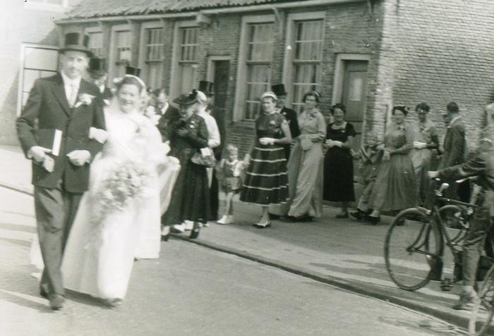 piershil-voorstraat-reina-en-jan-4augustus1955-04