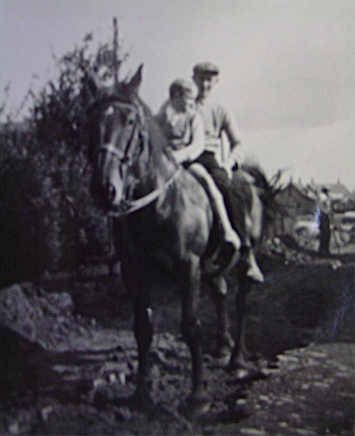 piershil-voorstraat-slootpastorie-1937-01
