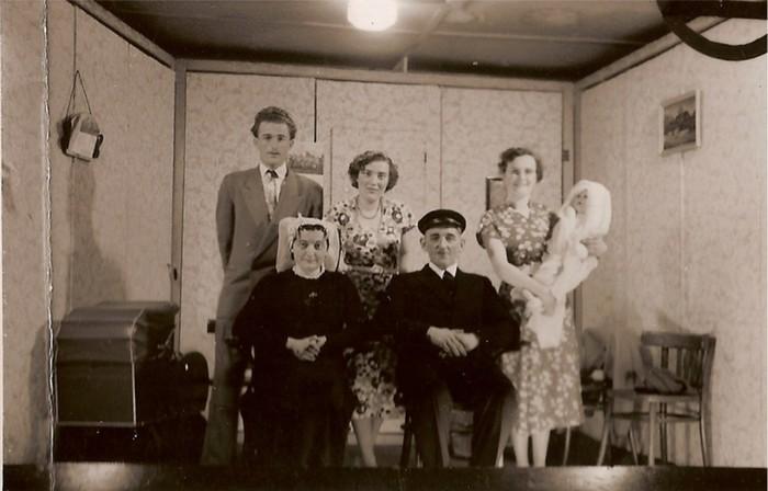 piershil-voorstraat-toneel-1954-03