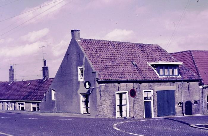 piershil-voorstraat-wvanderheiden-afgebroken-1969