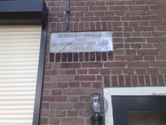 piershil-voorstraat20-eerstesteen