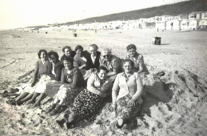 piershil-vrouwenvereniging-scheveningen-1950