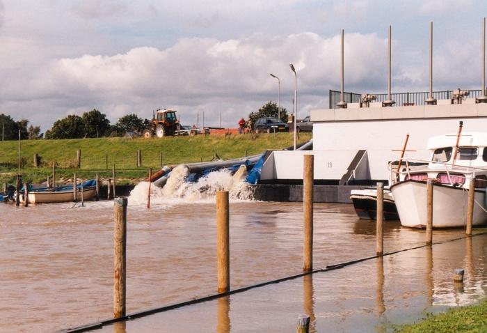 piershil-wateroverlast-18september-1998-nieuwendijk