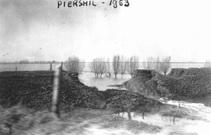 piershil-watersnood-oostpolderdijk-04