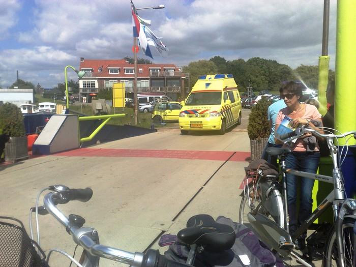 tienegmeten-ambulance-31juli2011-01