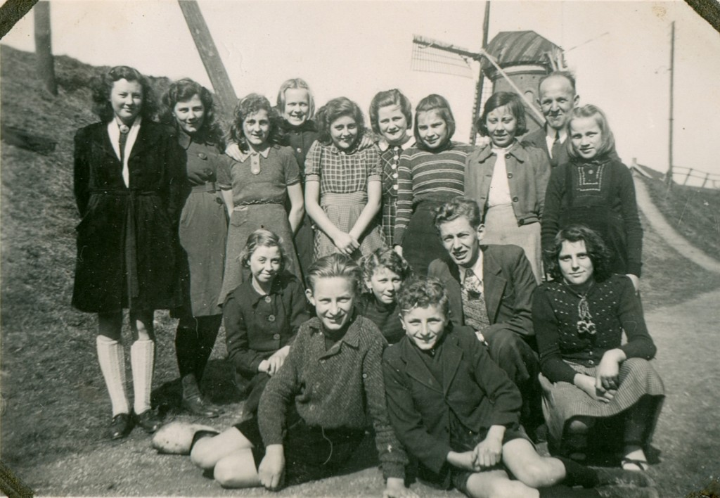 1945-1946-schoolfoto-ols-2klassen-groot