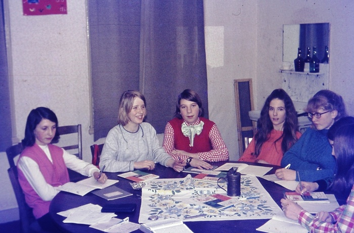 piershil-catechisatie-oudeschool-meisjes-1970-01