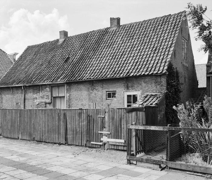 piershil-eersteschool-achterkant-1961-01