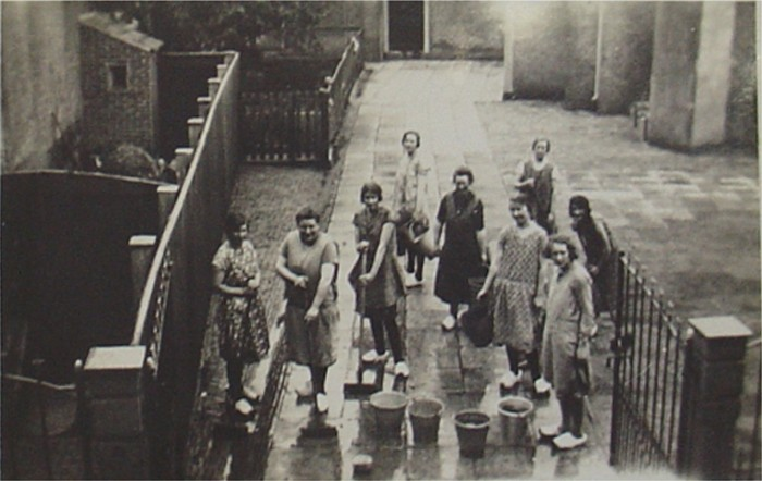 piershil-eersteschool-achterkant-kerkplein