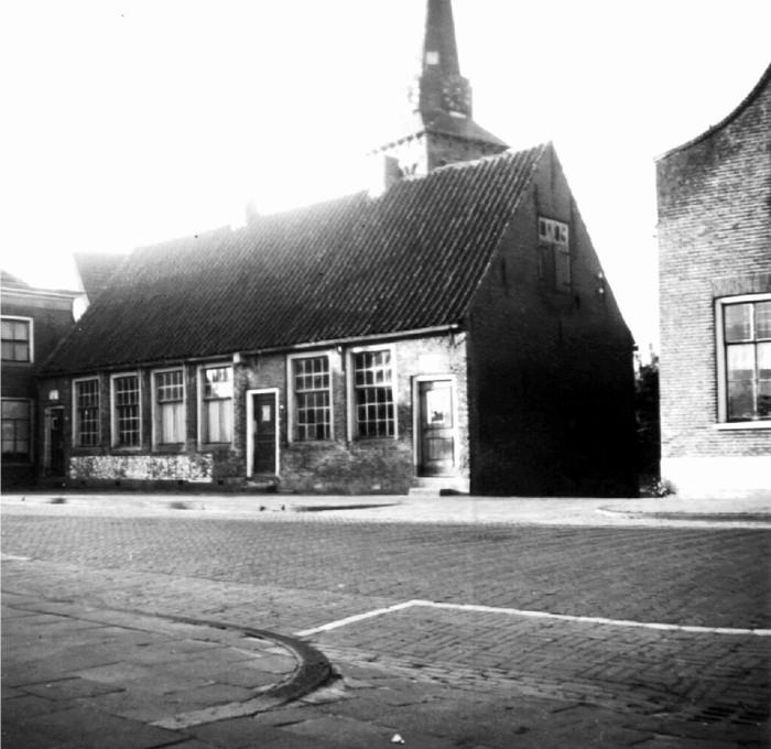 piershil-eersteschool-vanuit-voorstraat