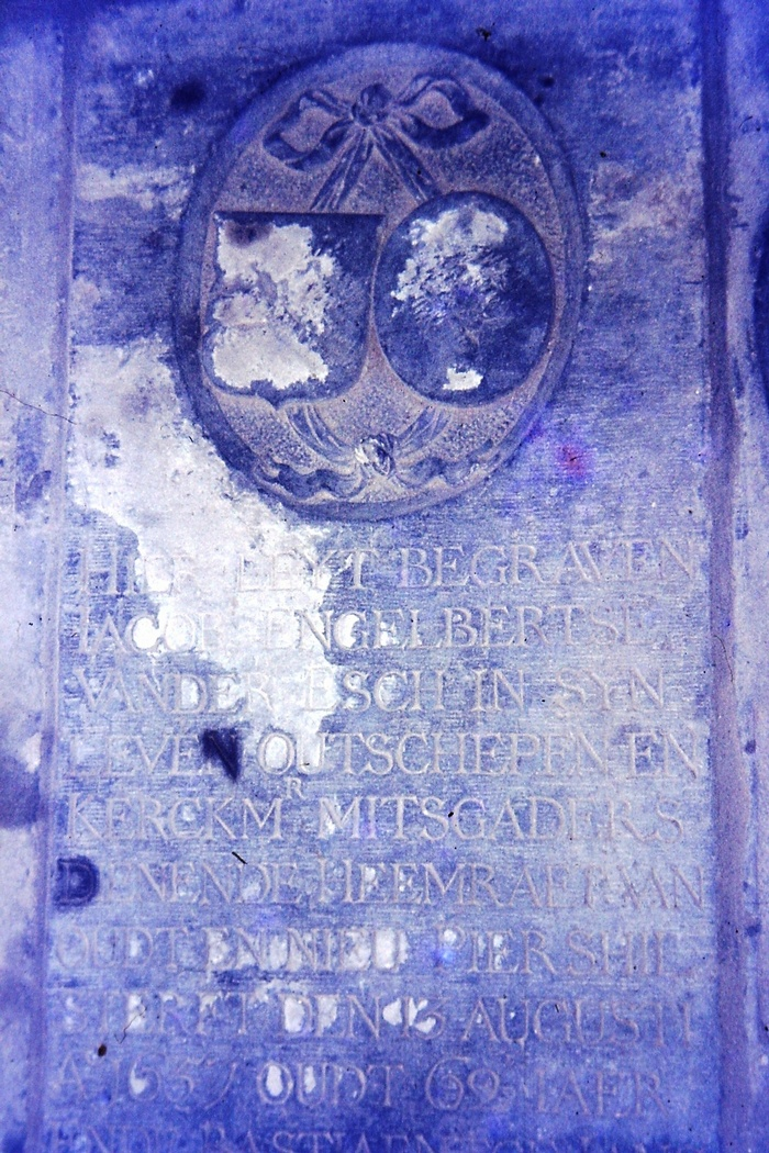 piershil-foto-kerk-grafsteen-08