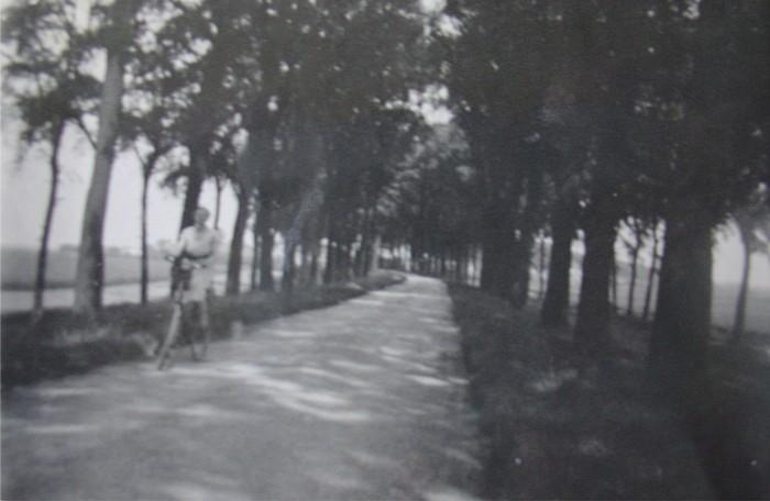 piershil-foto-kostverlorendijk-fietser-1934