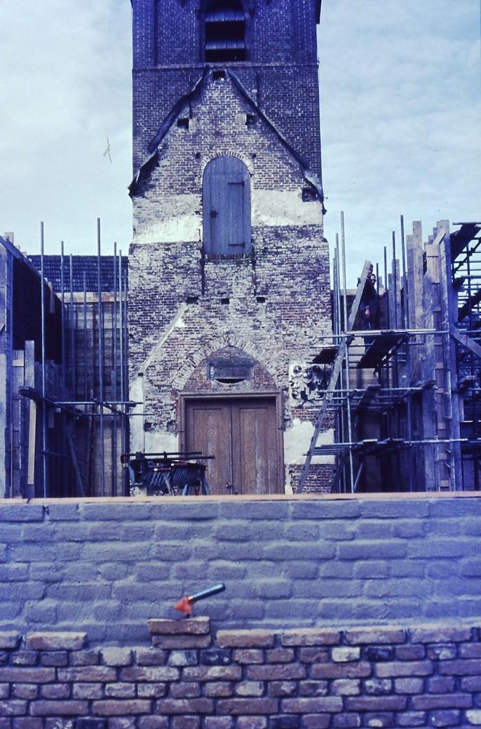 piershil-kerk-24april1970-eerstesteenligtklaar