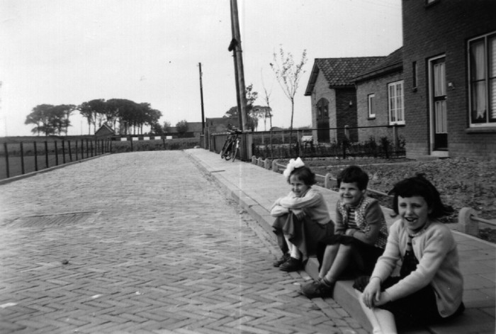 piershil-konjulianastraat-kinderen-1957