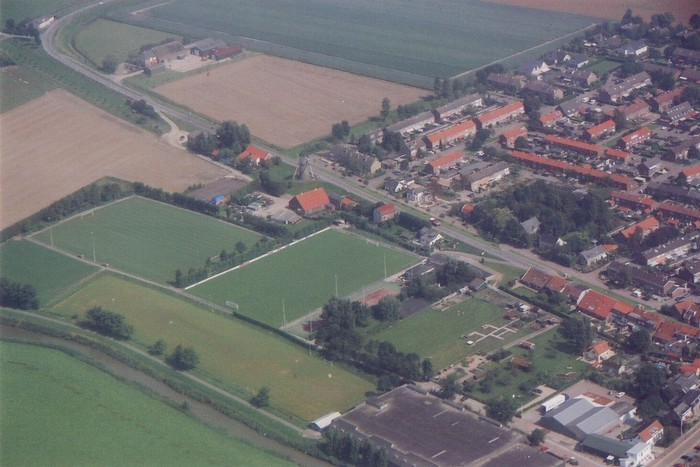 piershil-luchtfoto-2002-01