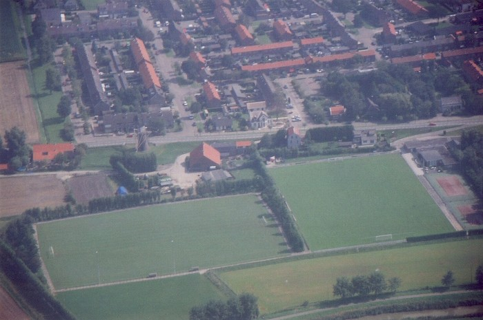 piershil-luchtfoto-2002-02