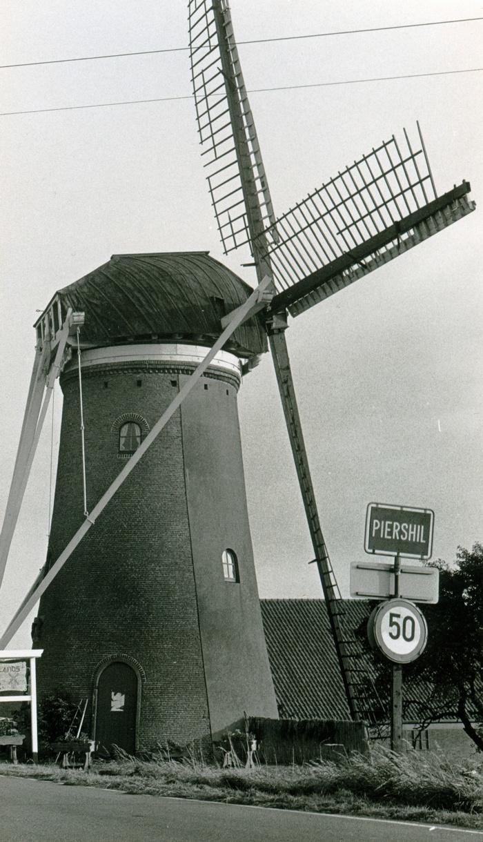 piershil-molen-simonia-1972