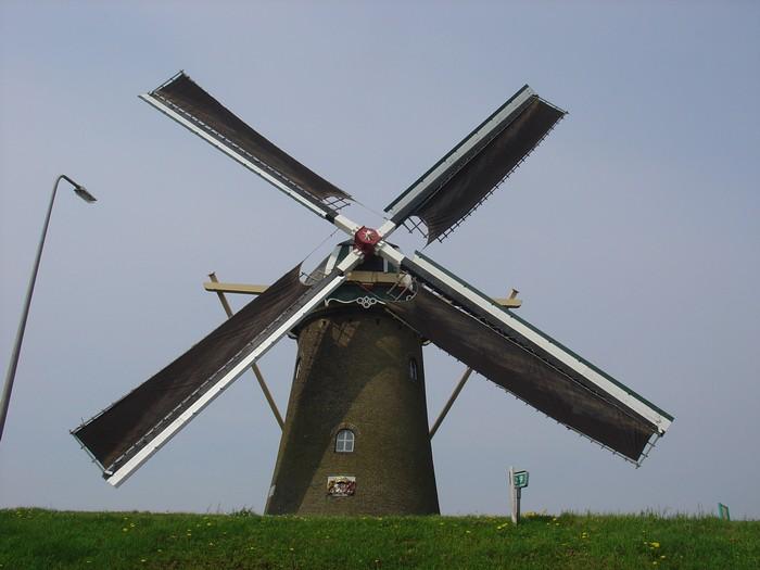 piershil-molen-simonia-zeilen-6mei2006-03