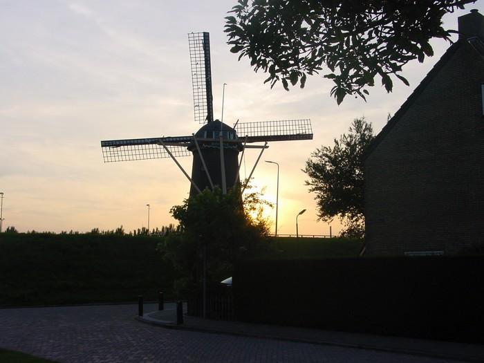 piershil-molen-zonsondergang-9juni2003-01