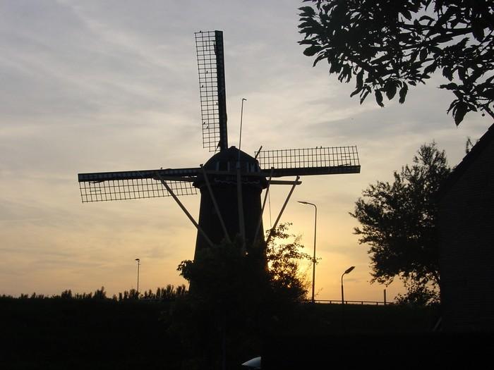 piershil-molen-zonsondergang-9juni2003-03