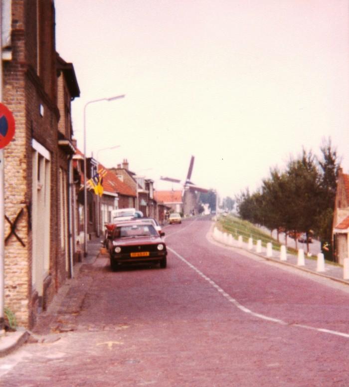 piershil-molendijk-supermarkt-vlaggen-1980-01