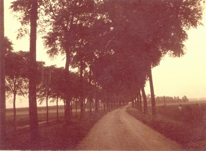 piershil-oudendijk-onverhard-circa1935