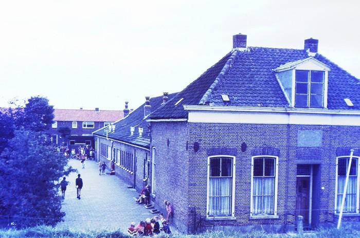 piershil-oudeschool-sept1970-enkeledagenvoorovergang