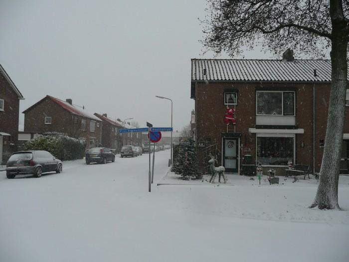 piershil-prinsbernhardstraat-sneeuw-20dec2009-03