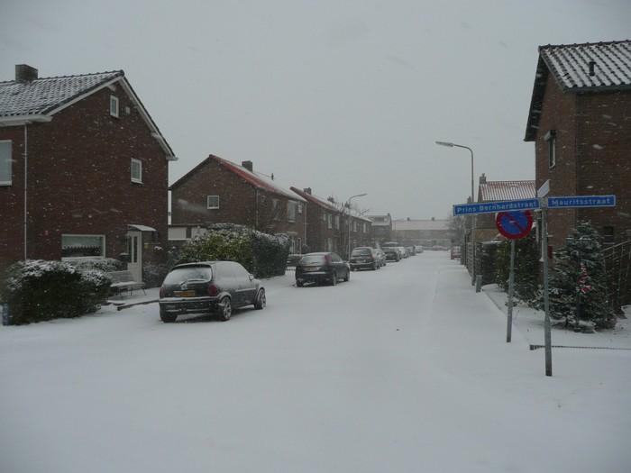 piershil-prinsbernhardstraat-sneeuw-20dec2009-04