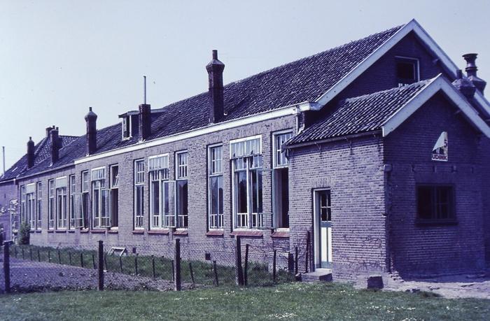 piershil-school-molendijk-achter-mei1971-02