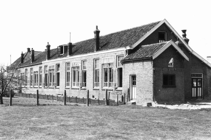 piershil-school-molendijk-achter-mei1971