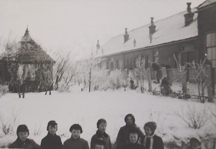 piershil-school-molendijk-schoolplein-febr1956