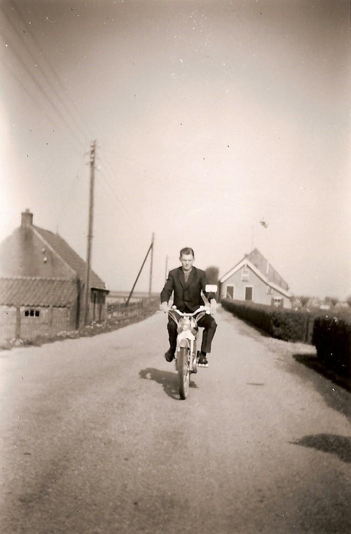 piershil-tonberkhout-oosthoek-brommer-1960