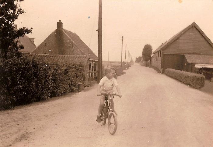 piershil-tonberkhout-oosthoek-fiets-1949