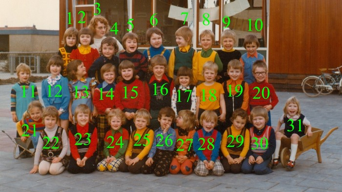 1975-piershil-schoolfoto-kleuterschool-02-nrs