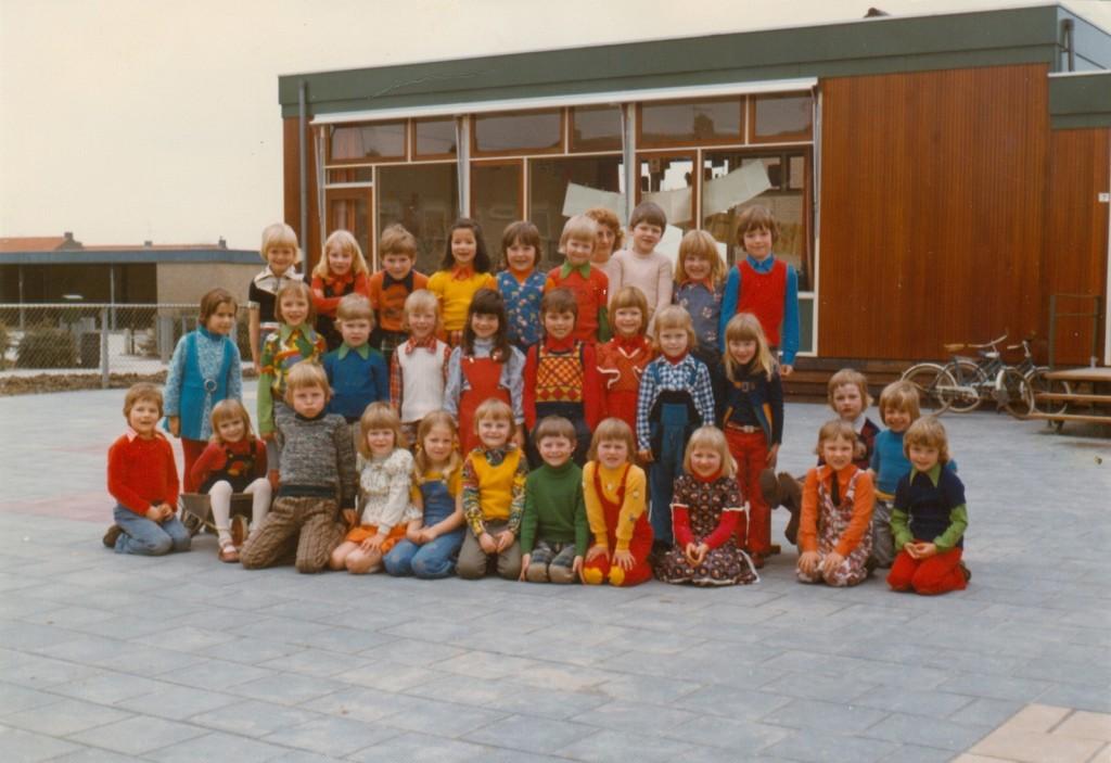 1975-piershil-schoolfoto-kleuterschool-groot-01