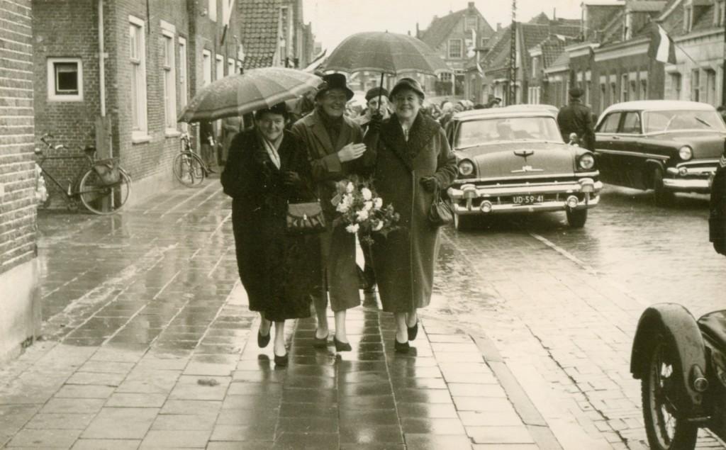 piershil-voorstraat-bezoek-MrKlaasesz-1957-01