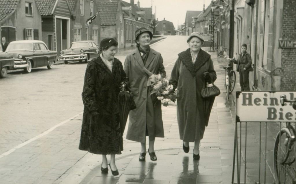 piershil-voorstraat-bezoek-MrKlaasesz-1957-02