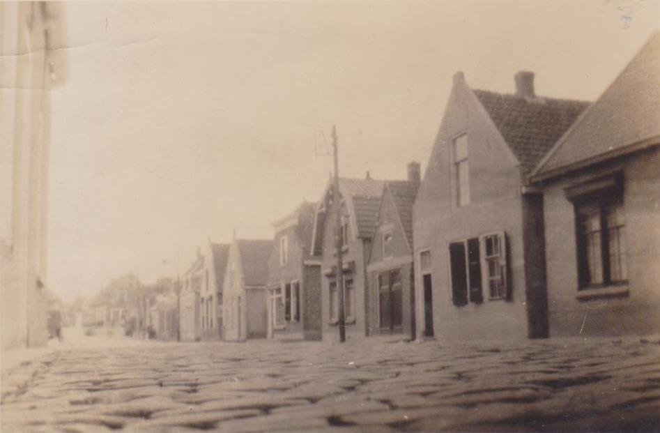 piershil-voorstraat-kinderkopjes-ca1935