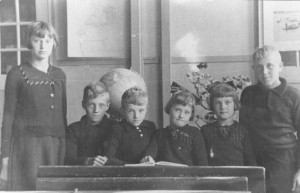 schoolfoto-ols-vlnr-Nel-Henk-Chris-Willie-Huigje-Paulus