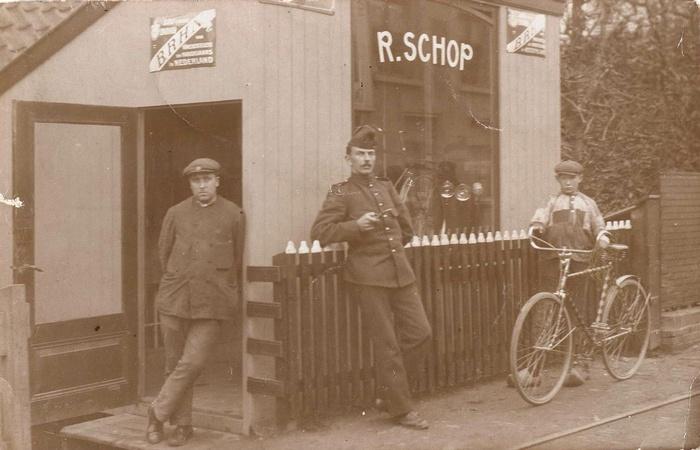 1914-klaaswaal-fietsenmakerreinierschop-onbekendesoldaat-thijsbervoets
