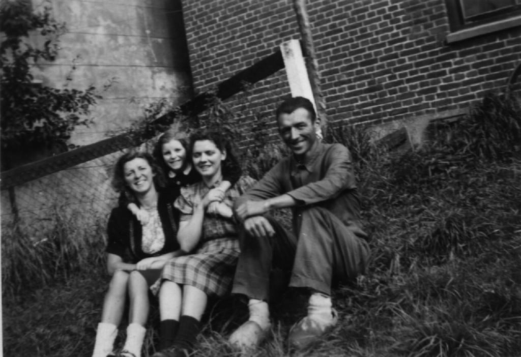 1940-geschat-achtertuin-kade16-famdenbroeder-01