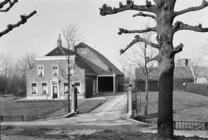Dorpzigt-Zuid-Beijerland-1977-01