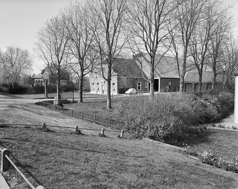 Dorpzigt-Zuid-Beijerland-1977-02