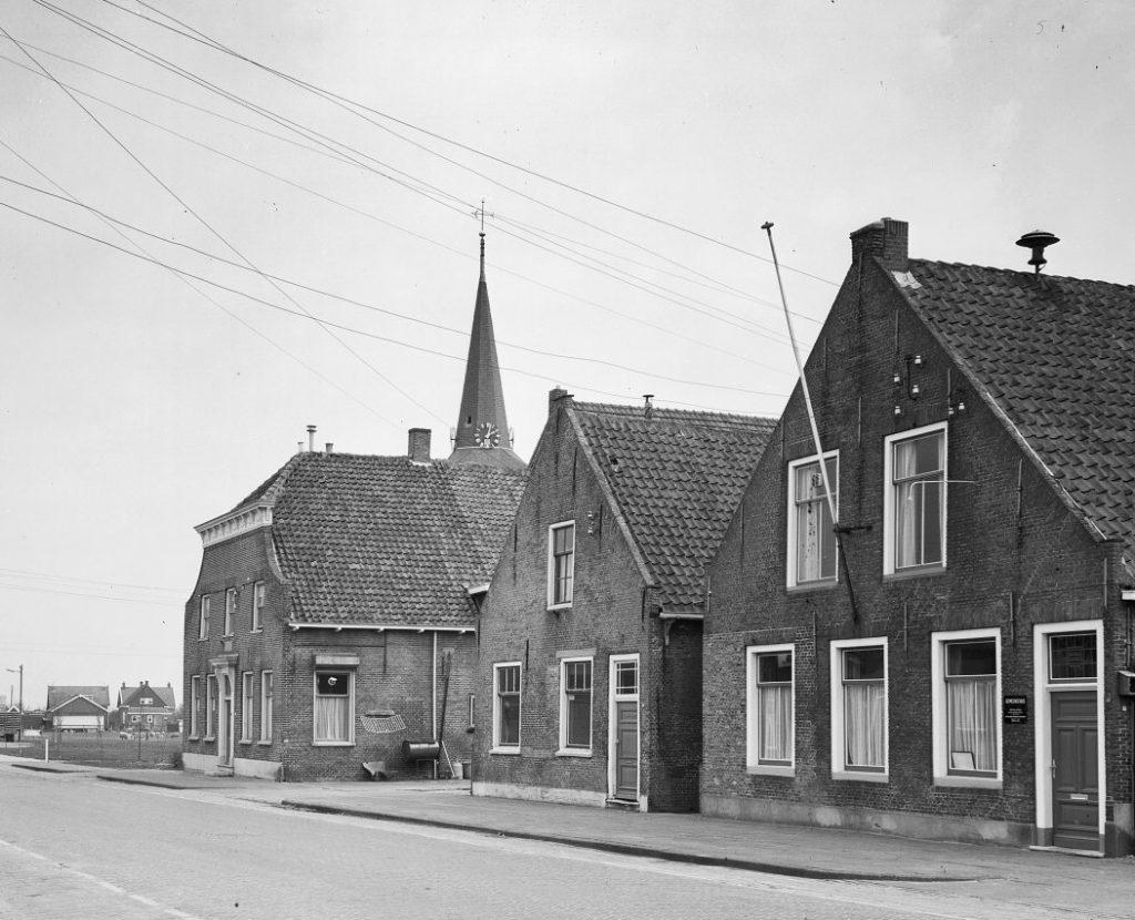 piershil-voorstraat-electriciteit-1972-01