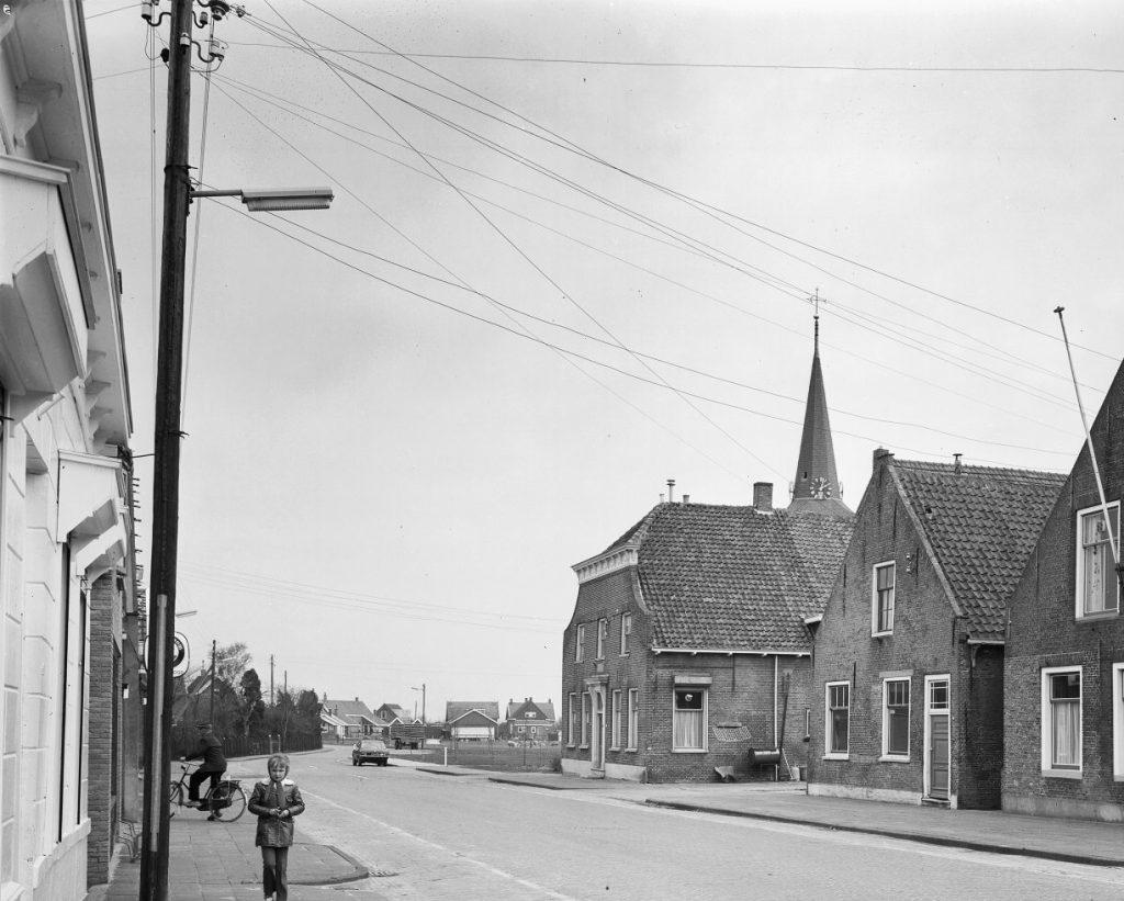 piershil-voorstraat-electriciteit-1972-02