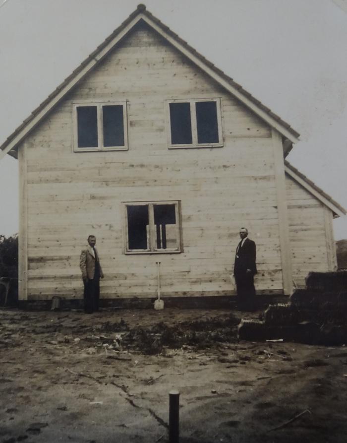 bouwinspectie-rechts-wethouder-gw-leenstolk-links-opzichter-jan-hooghart